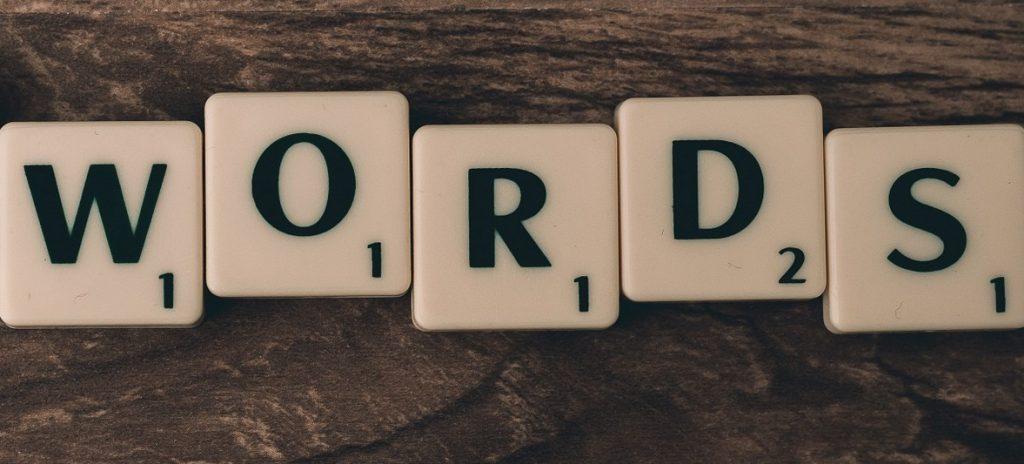 menulis artikel dengan panjang 1000 kata untuk menunjang halaman pertama mesin pencarian