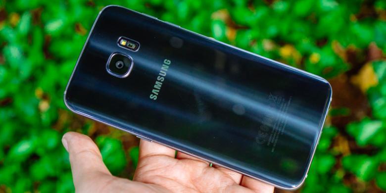 Samsung Galaxy S7 Edge Tampak Belakang ( Foto : Oky Yusuf/Kompas.com)
