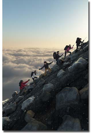 Mitos Ketika Mendaki Gunung