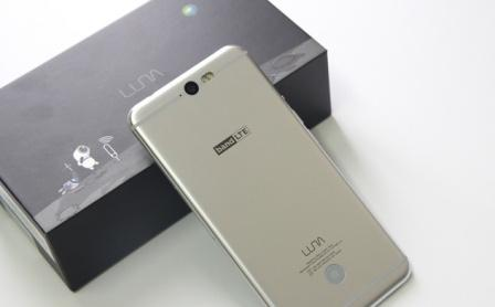 smartphone luna
