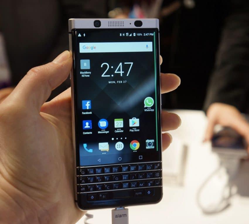 Ponsel BlackBerry KEYone