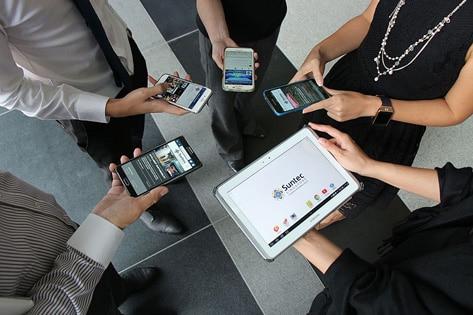peoples using smartphone