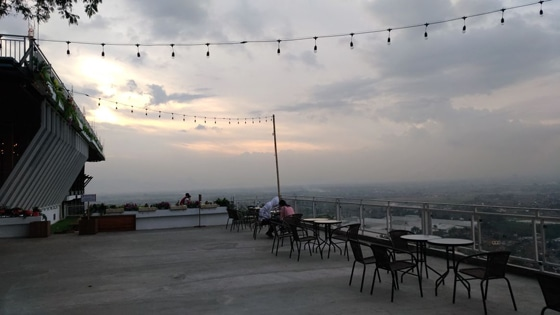 Mountain Breeze Batu Kincir Resto