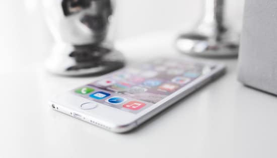 Ciri iPhone Anda Lemot Akibat Apple