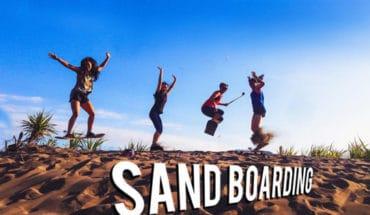 Olahraga Sandboarding Di Gumuk Pasir Parangtritis