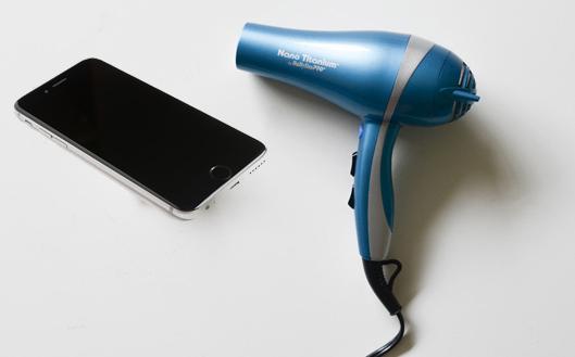 Atasi Ponsel Tercebur Air