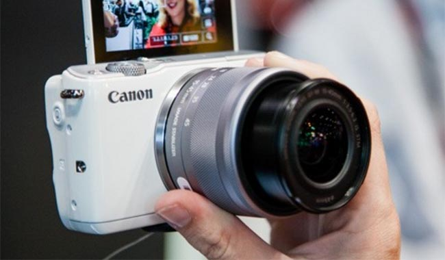 Kamera mirrorless canon review