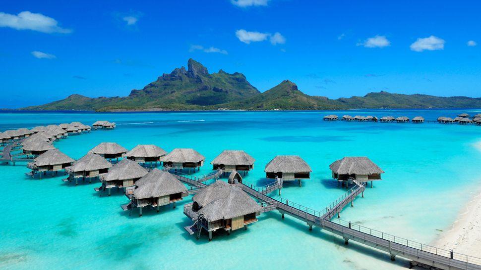 Pantai Terindah di Maluku - Pantai Ora