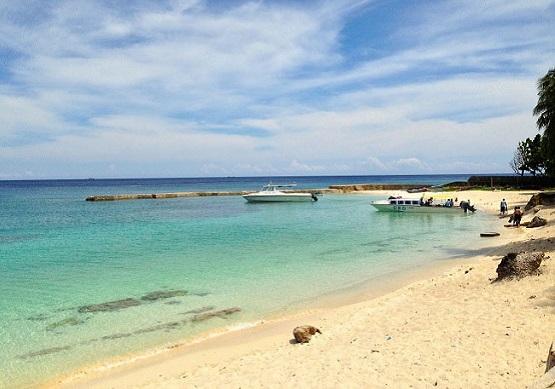 pantai terindah di maluku - pantai santai