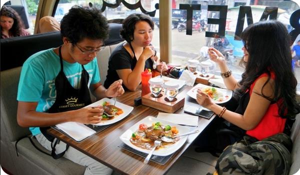 Makanan di Street Gourmet Bandung