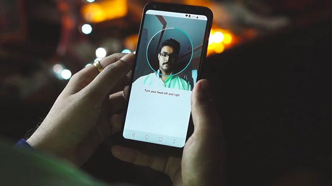 Smartphone dengan Fitur Face Unlock