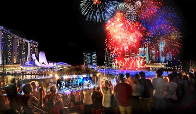 Nonton Kembang Api Gratis di Singapura