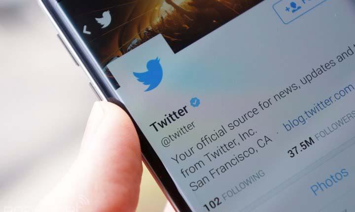 politisi menggunakan twitter