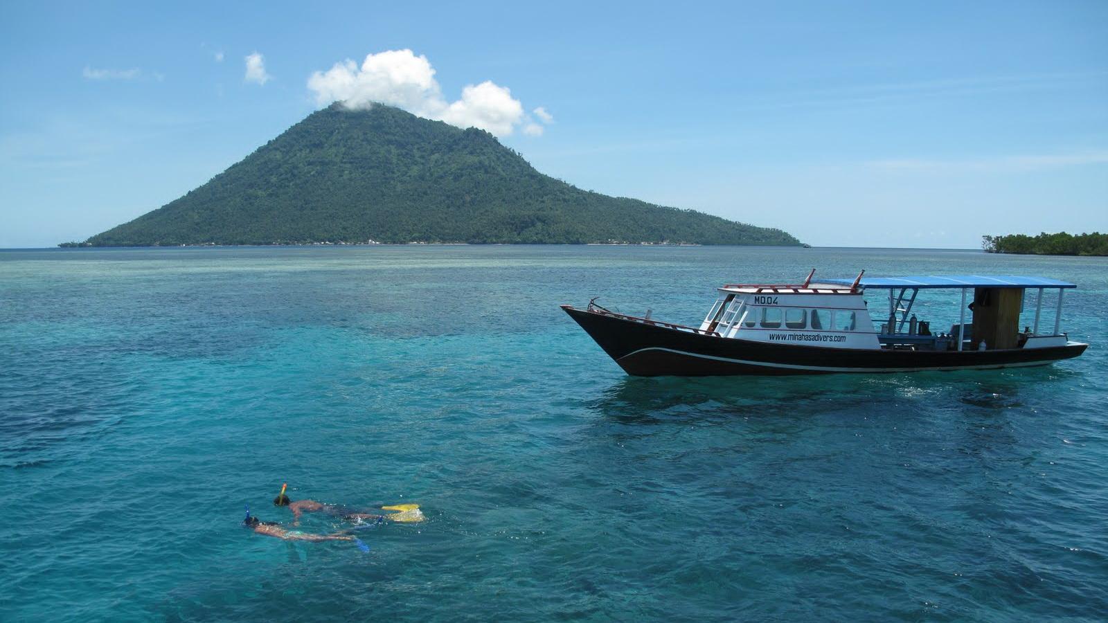 Pulau Manado Tua via panduanwisata.id