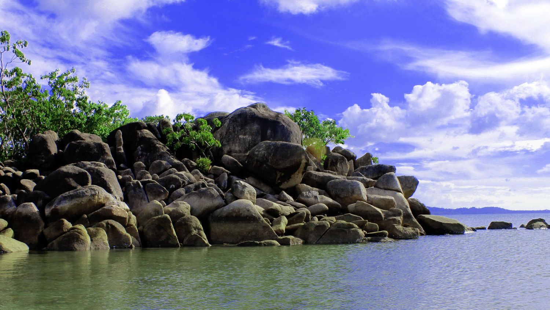 Pantai Batu Bedil via satu-indonesia