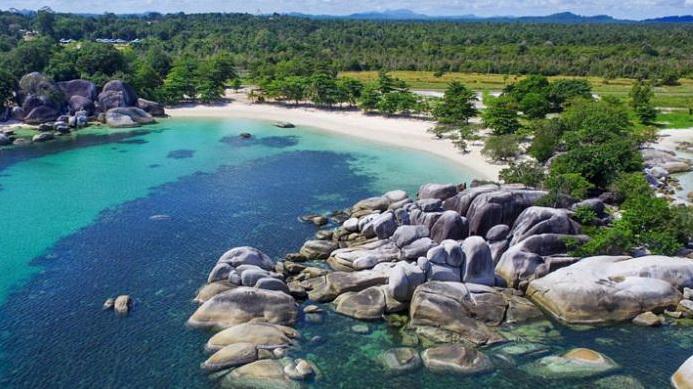 Pantai Tanjung Tinggi via travel.kompas