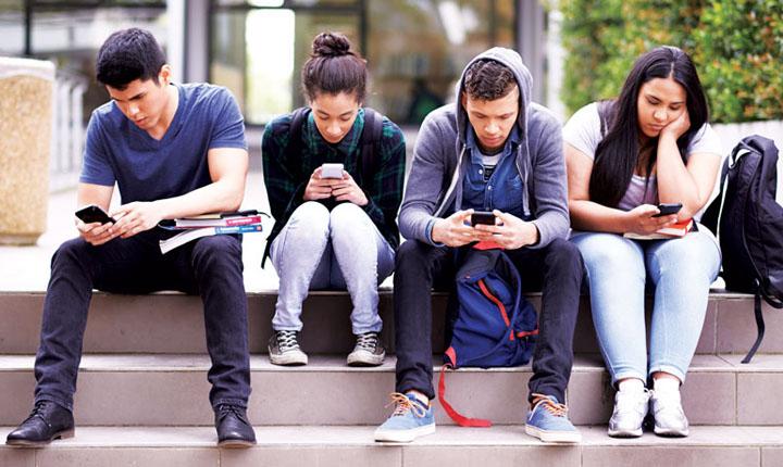 berhenti bermain media sosial