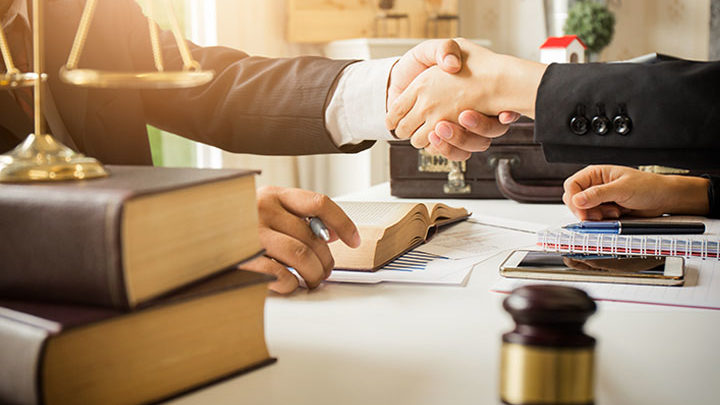 Pentingnya Advokat dan Konsultan Hukum