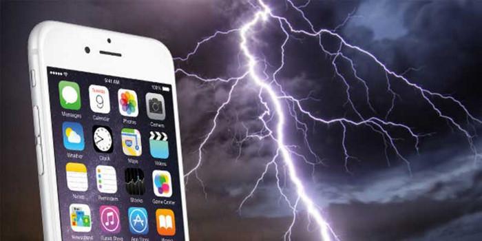 Amankah Menggunakan Smartphone Saat Hujan
