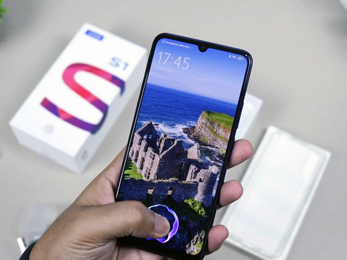 Smartphone Dengan Layar AMOLED Vivo S1
