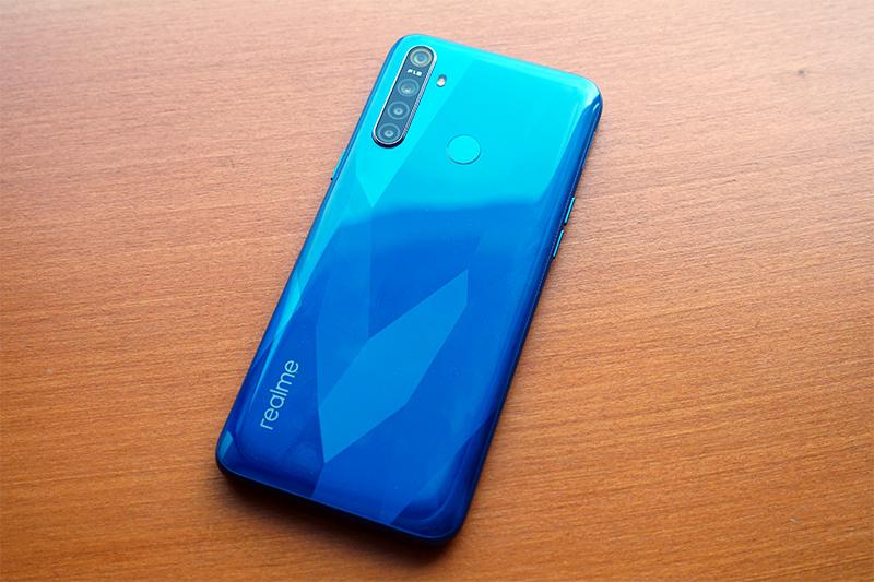 smartphone dengan Snapdragon 665
