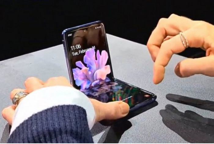 Smartphone Lipat Desain dan Layar