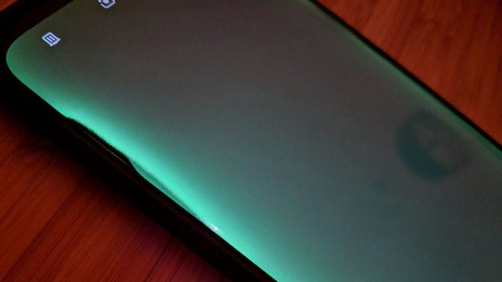Penampakan & Spesifikasi Motorola Edge